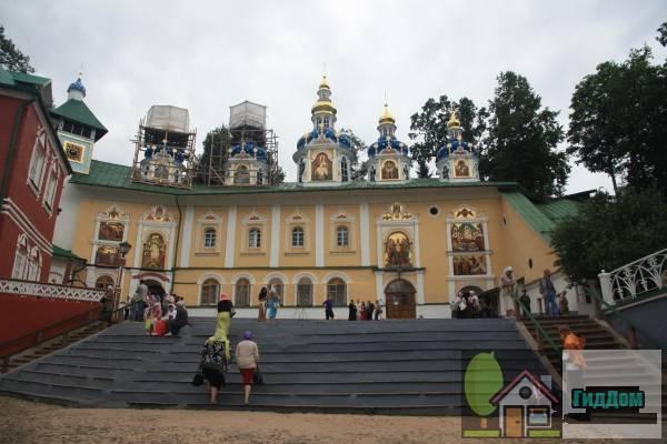 собор Успенский и церковь Покрова Пресвятой Богородицы (Успенская и Покровская церкви)