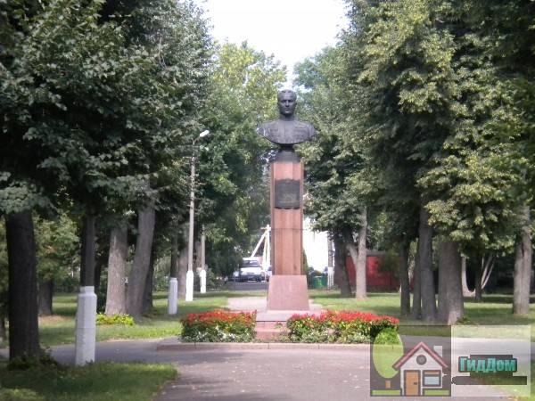 Памятник Зайцеву в сквере