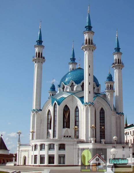 Вид на мечеть Кул Шариф в Казани, Россия. Снимок сделан в светлое время суток. Изображение загружено из Википедии.
