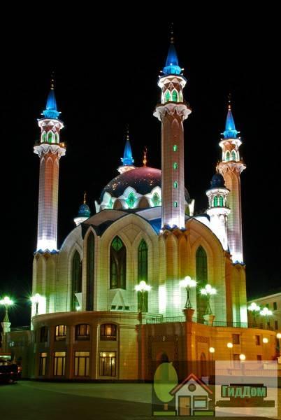 Вид на мечеть Кул Шариф в Казани, Россия. Снимок сделан в тёмное время суток. Изображение загружено из Википедии.