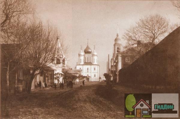 Вид на Соборную площадь и улицу Лазарева со стороны улицы Лажечникова. Снимок начала XX века.