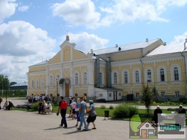 трапезная с церковью благоверного князя Александра Невского