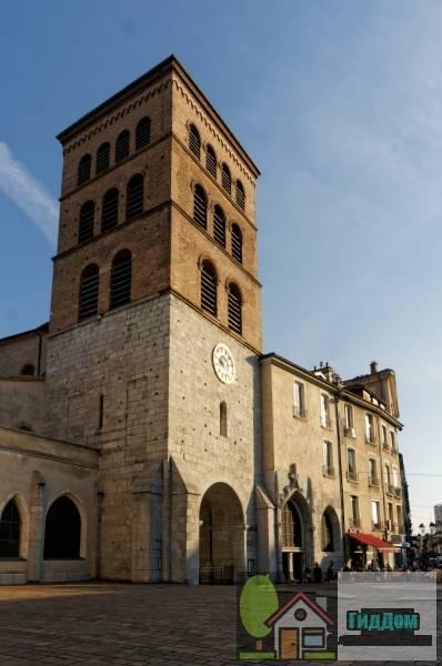 ([[Cathédrale Notre-Dame de Grenoble|Cathédrale Notre-Dame]])