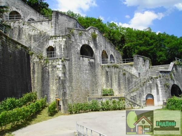 Бастилия ([[Fort de la Bastille (Grenoble)|Bastille]])
