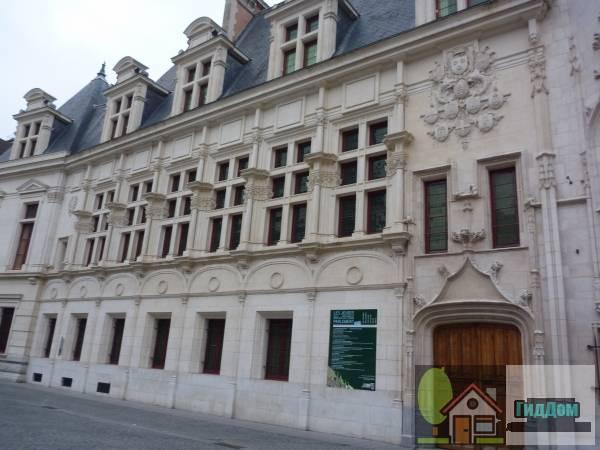 ([[Palais du parlement du Dauphiné]])