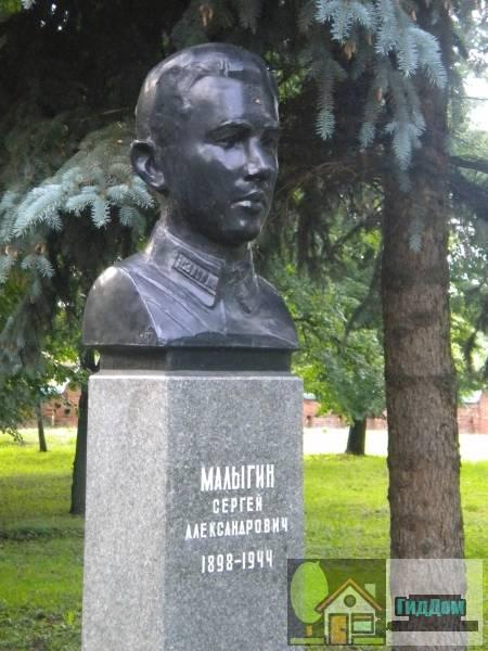 Бюст Малыгина С.А. на Аллее памяти в Мемориальном парке