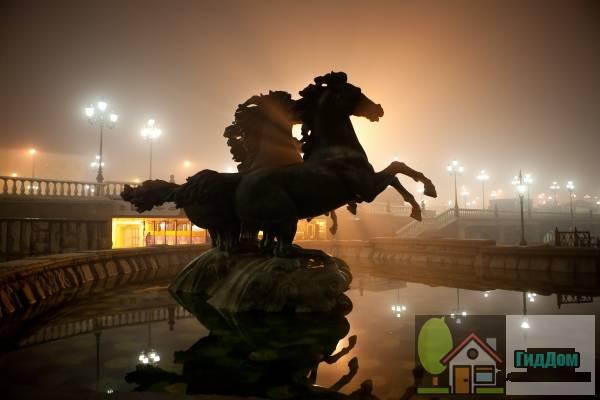 Скультура в фонтане на Манежной площади