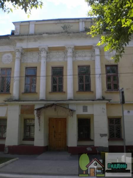 Главный вход медучилища на улице Пушкина
