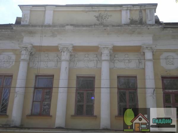 Окна медучилища на улице Пушкина