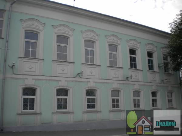 Здание почты на улице Октябрьской Революции в Голутвине