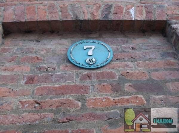 (35–36 St Mary's Gate). Загружен из открытых источников.