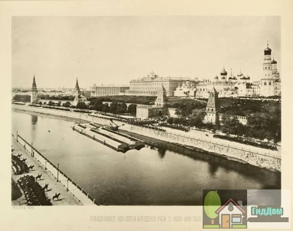 Вид из Кремлёвскую набережную во время торжественных мероприятий