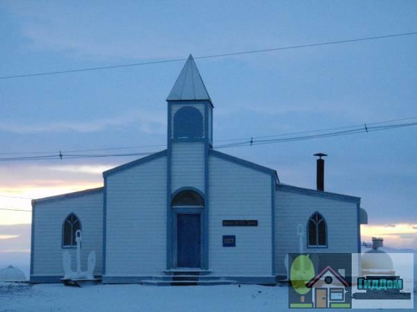 Вид спереди на Церковь снегов в Антарктиде. Снимок сделан 1 марта 2009 года, 22:36:39. Автор снимка Ален Лайт (Alan Light). Снимок загружен из Википедии.