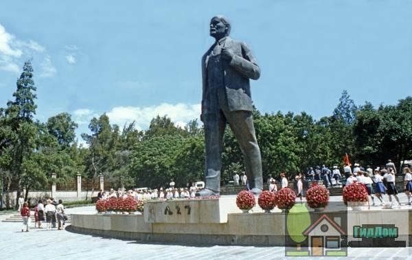 Памятник Ленину в Аддис-Абебе