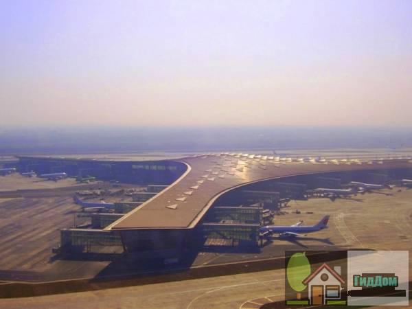 Международный аэропорт Пекин Столичный. Терминал 3-E с высоты полёта.