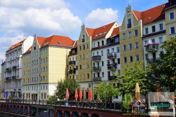 Берлин. Вид на средневековые фасады домов квартала Nikolaiviertel. Автор фото — Елена Витинг.