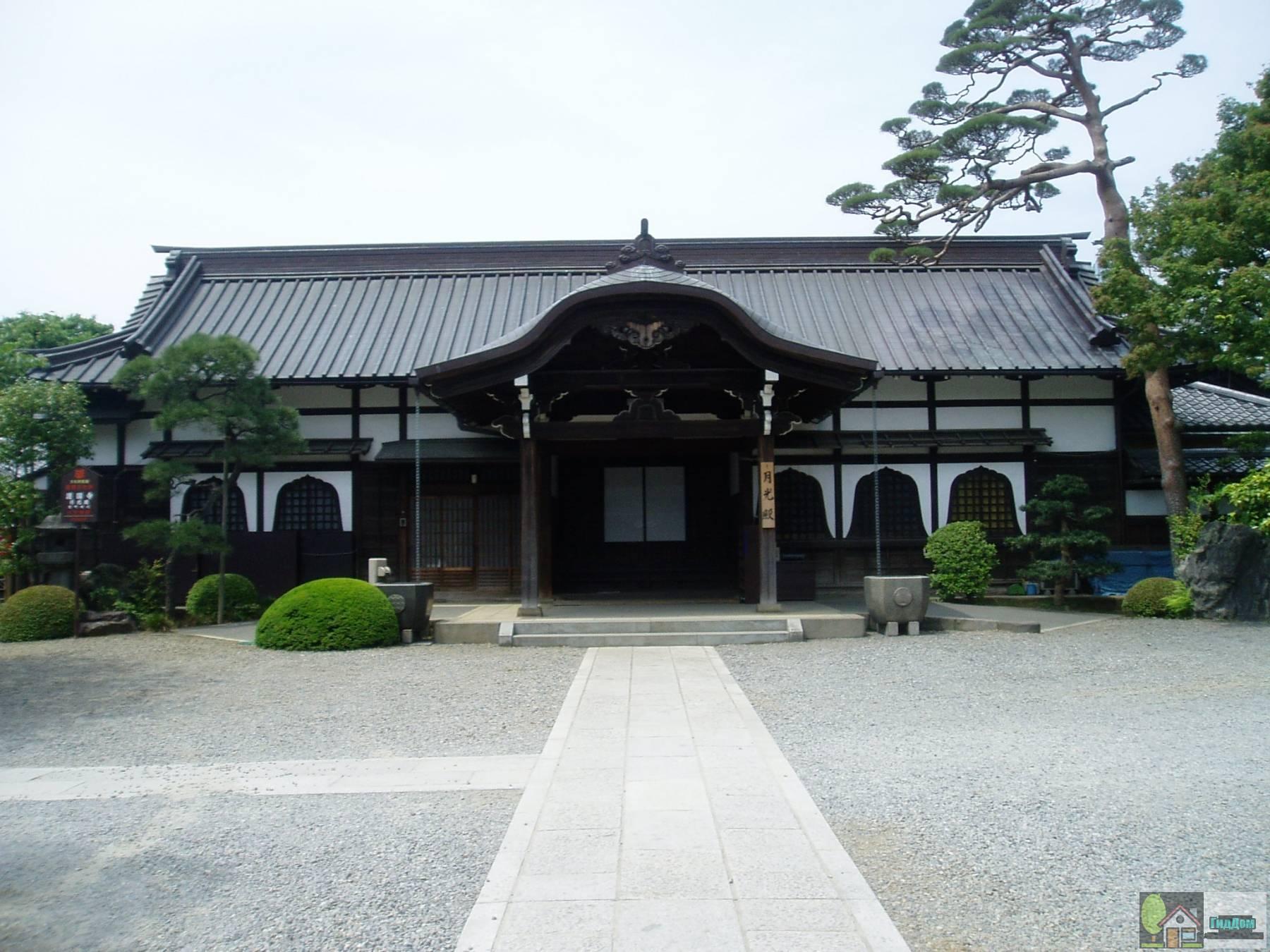 Лунный вход храма Гококу
