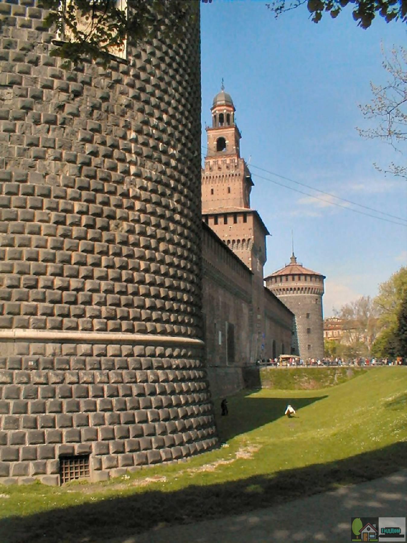 Башни замка Сфорца в Милане. Изображение загружено из открытых источников.