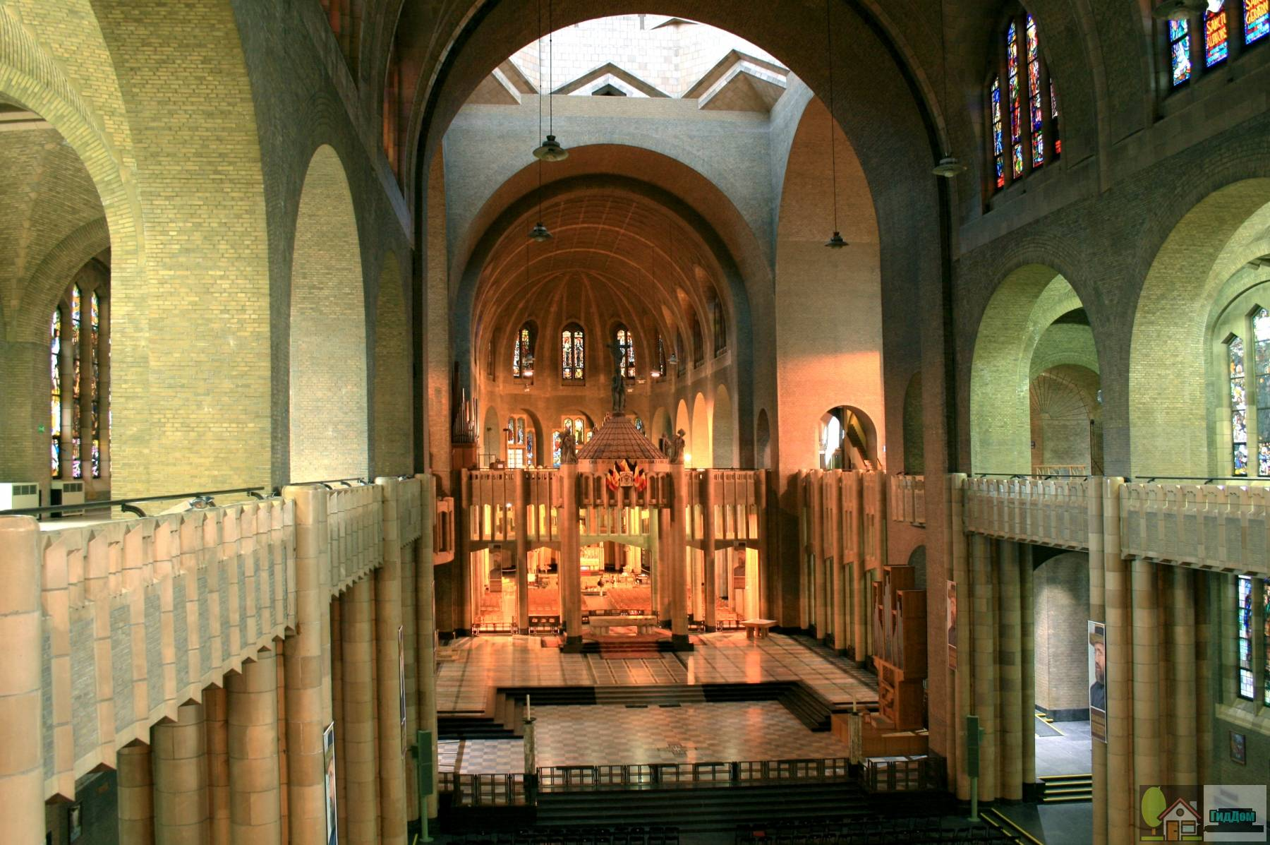 Убранство базилики святого Сердца в Брюсселе