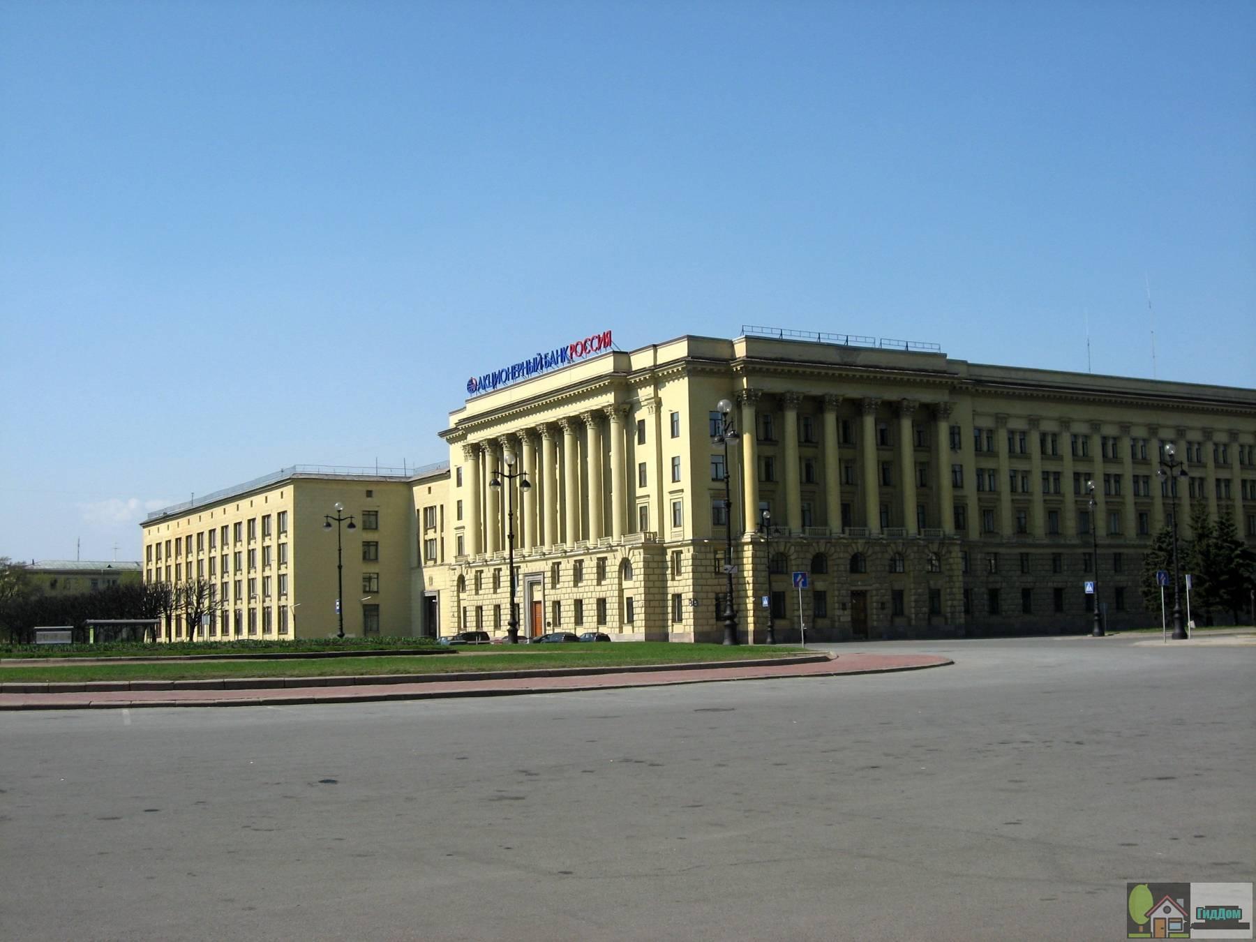 Головное отделение банка Россия на площади Растрели