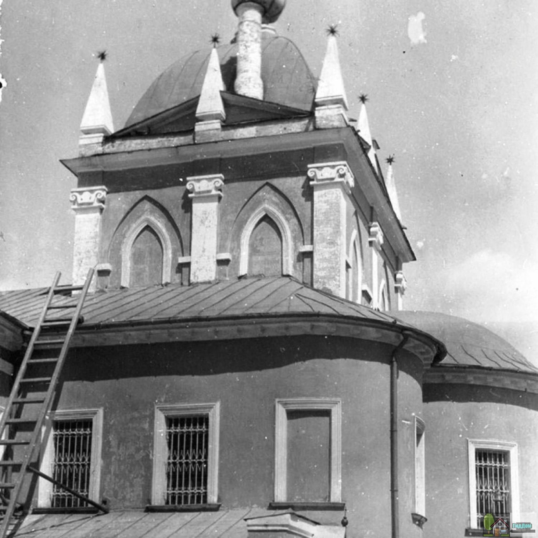 Церковь Покрова Пресвятой Богородицы (в настоящее время жилой корпус)