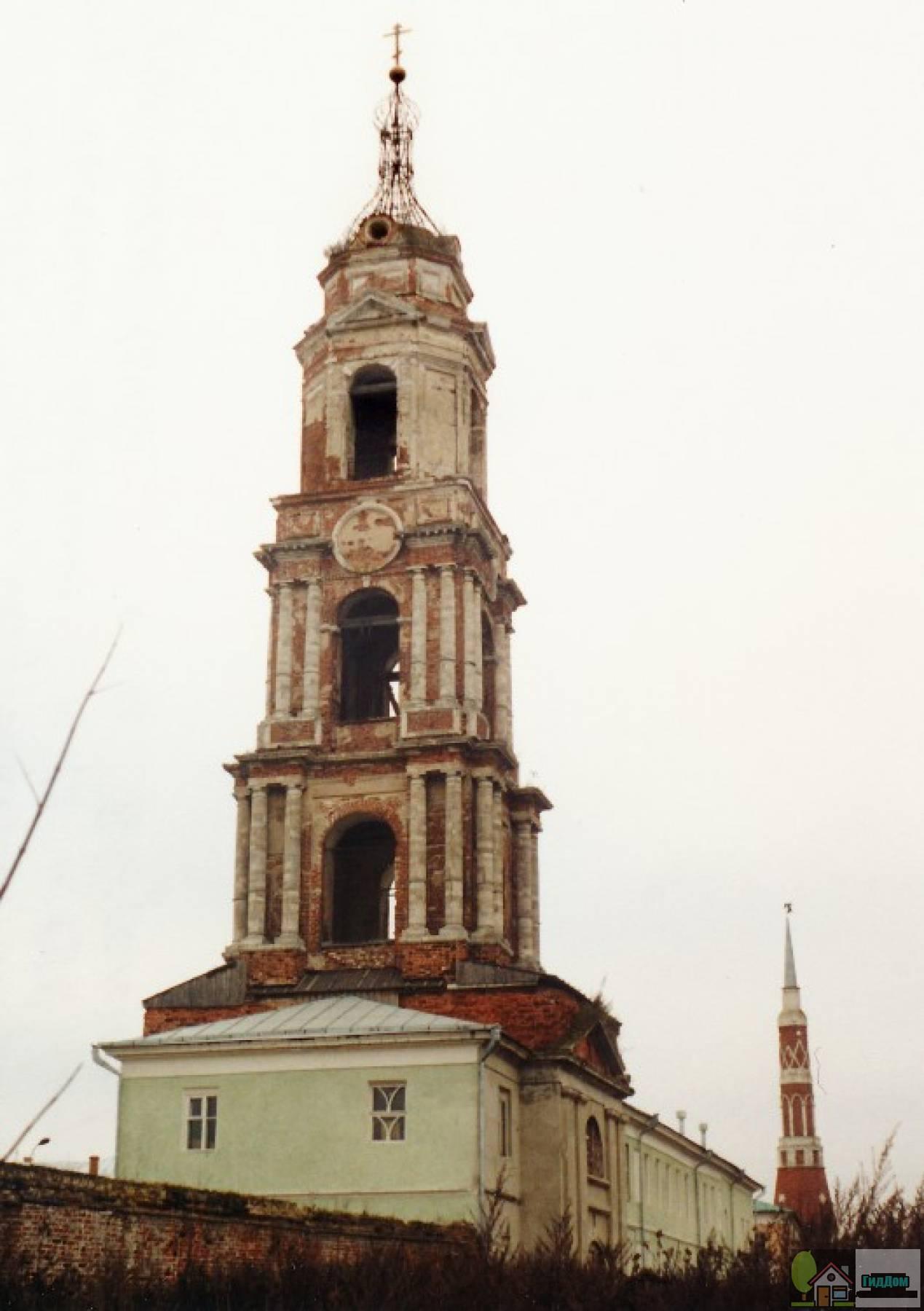 Колокольня с надвратной церковью Введения во храм Пресвятой Богородицы