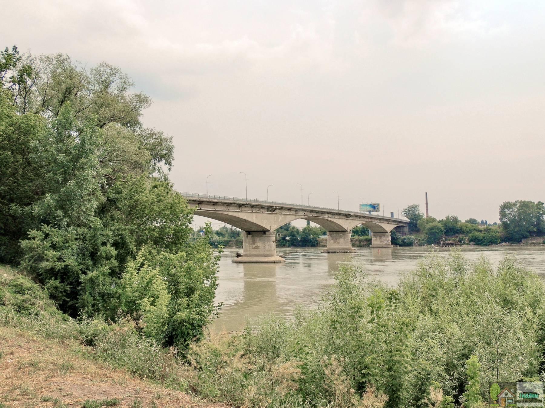 Яблоновский мост в Краснодаре через реку Кубань