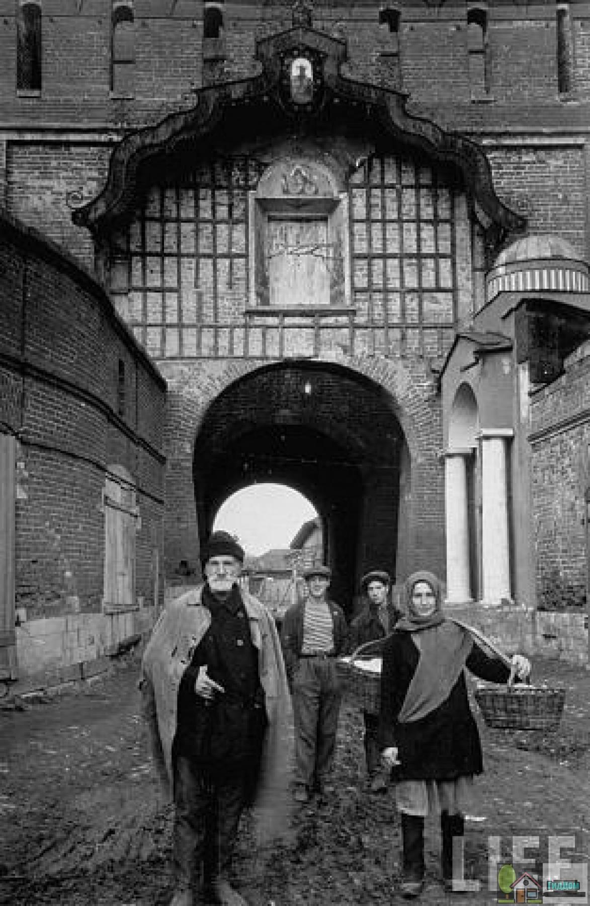 Пятницкие ворота. Фото из американского журнала