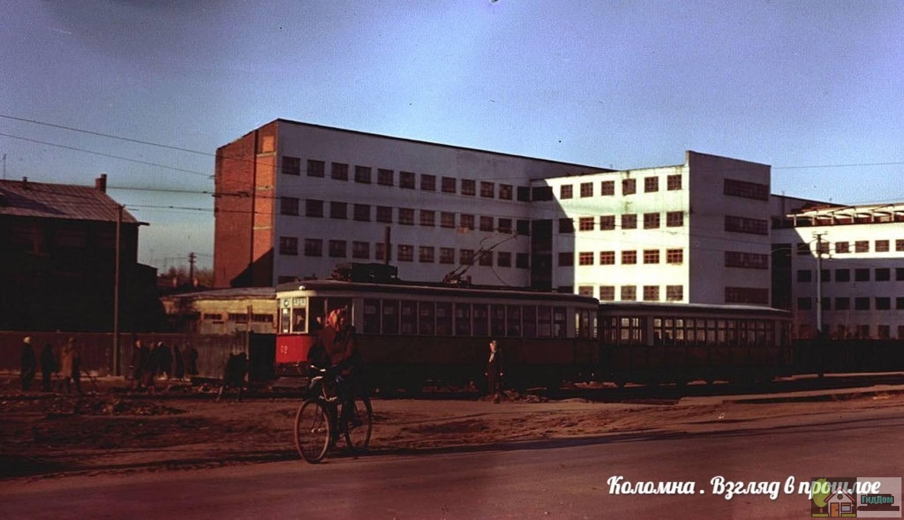 Трамвайная остановка «Политехнический институт»