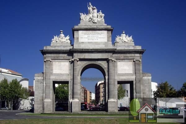 ('''[[Puerta de Toledo]]'''). Загружен из открытых источников.