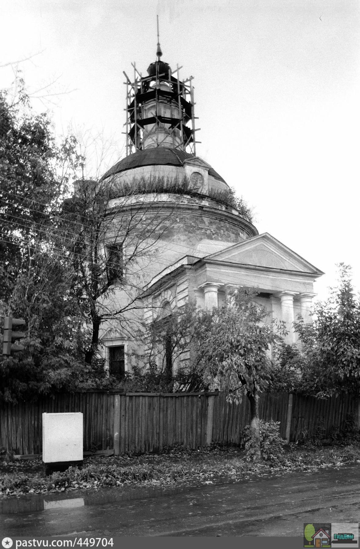 Церковь Вознесения в Кузнечной слободе в 1992 годы. Снимок загружен из открытых источников. Автор неизвестен.
