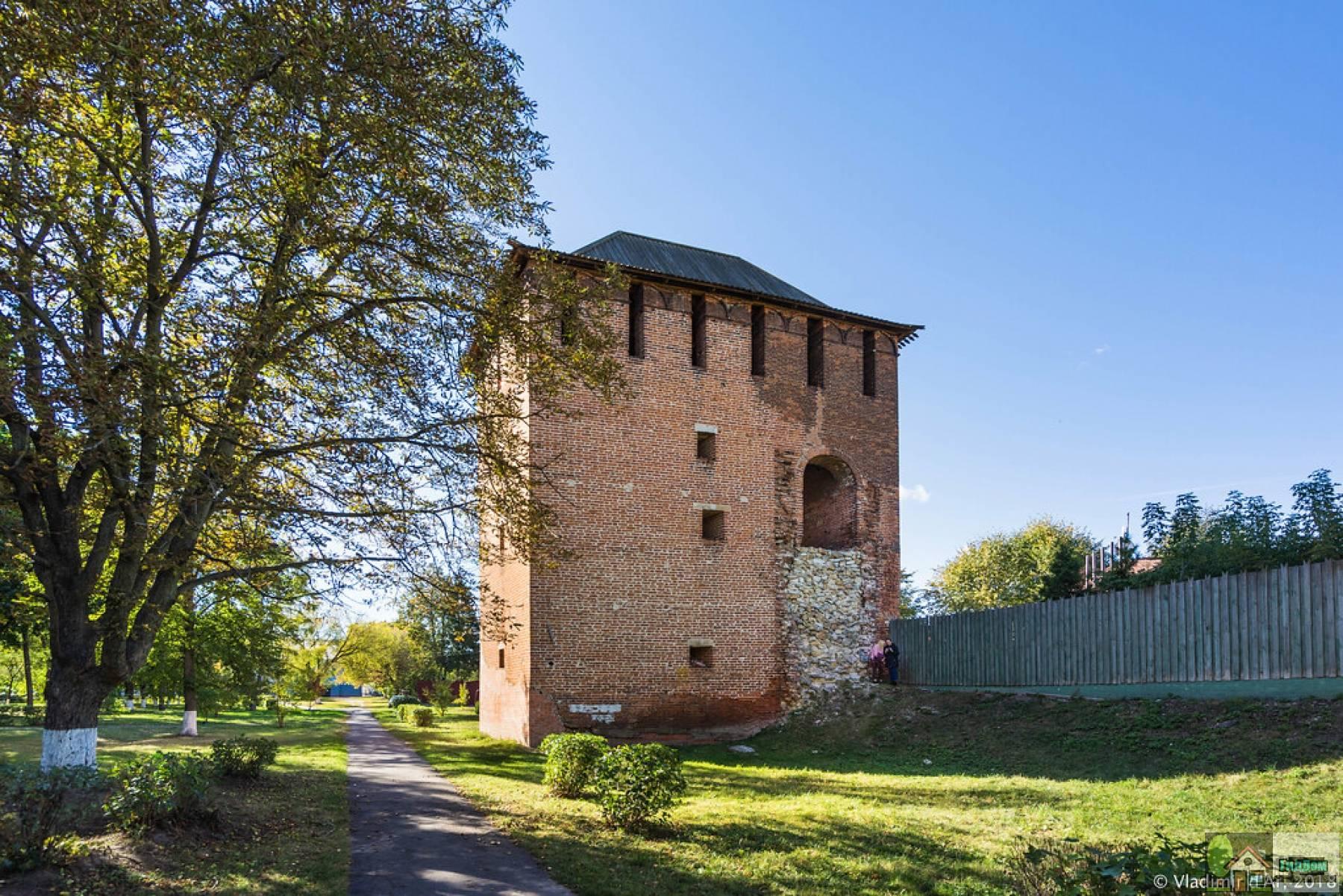 Семёновская (Семионовская) башня. Снимок загружен из открытых источников. Автор неизвестен.