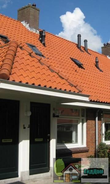 (Blok met 9 woningen, gecombineerde toegangen van twee woningen onder een ingestoken schilddak, zijkant met houten topgevel, onderdeel van complex bejaardenwoningen in Tuindorp Nieuwendam)