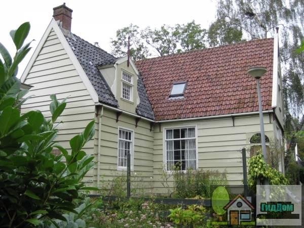(Houten huis van L-vormige plattegrond met zeldzame latere stenen aanbouw)