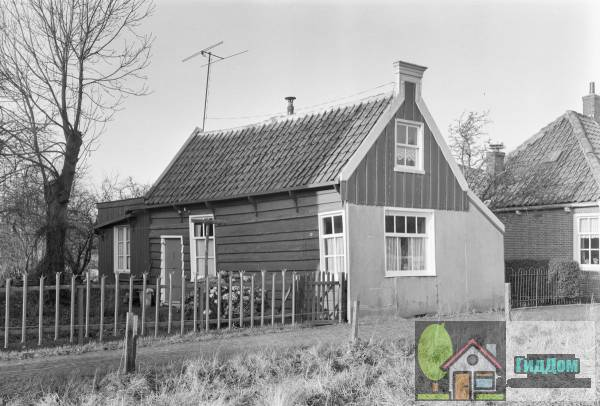 (Tweebeukig houten huisje)