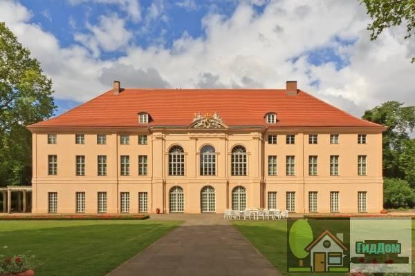 Общий вид на дворец Шёнхаузен в районе Нидершёнхаузен. Снимок сделан 14 июня 2014 года. Автор снимка А. Савин (A.Savin). Файл загружен из открытых источников (Википедия).