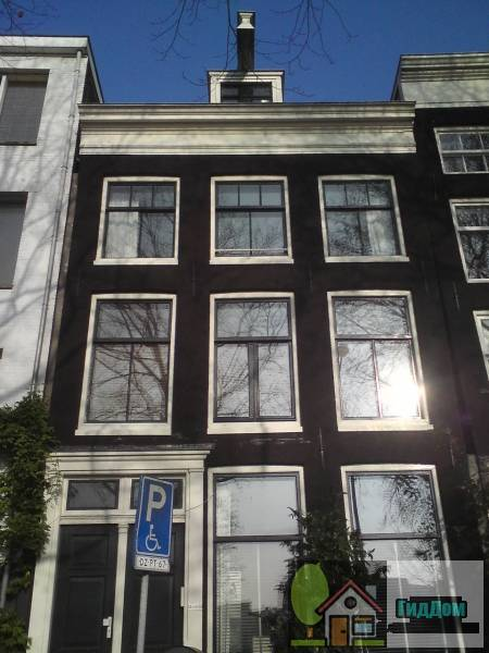 Здание с прямоугольным фасадом (Pand met gevel onder rechte lijst)