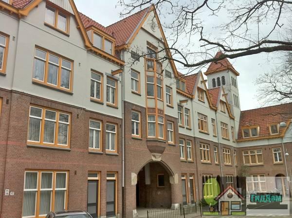 (Zaanhofcomplex: noordelijke woonblok op U-vormig grondplan bestaat uit 38 gestapelde woningen)