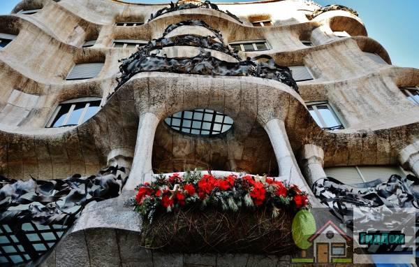 Дом Мила или Ла Педрера ([[Casa Milà]], o La Pedrera)