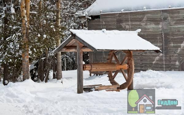 Деревянная колодец в музее деревянного зодчества и народного искусства Малые Корелы, Архангельская область