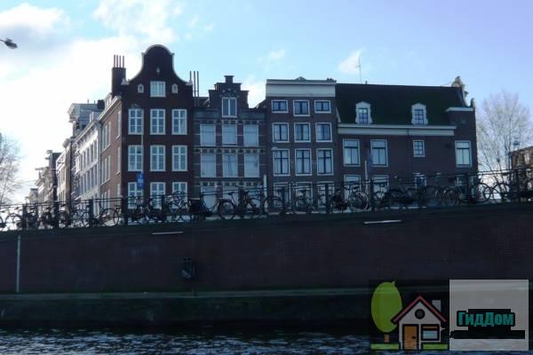 (Hoekhuis, vanwege de 17e-eeuwse oeils-de-boeuf in de voorgevel)