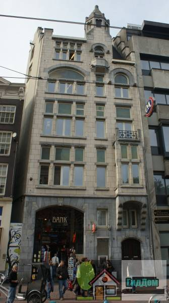 (Bankgebouw naar een ontwerp in een sobere art nouveau-stijl)