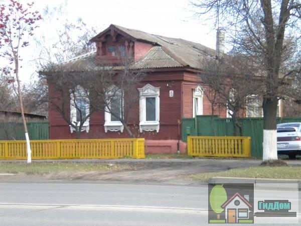 Улица Октябрьской Революции, дом 115. Вид в полразворота с противоположной стороны улицы.