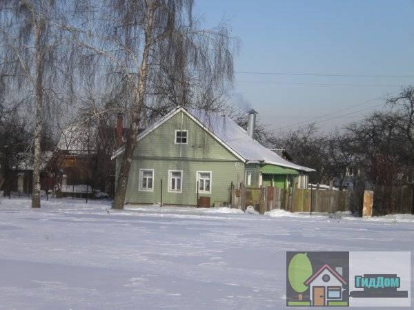 Вид чуть сбоку на дом №20 по улице Дзержинского с противоположной стороны улицы с юго-востока.