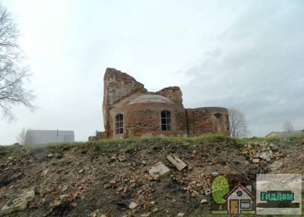 Руины церкви Воскресения Словущего в Васильево