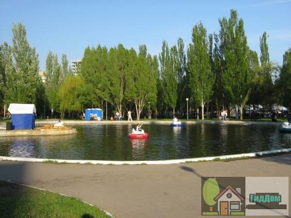 Пруд в парке Победы на Аэродромной улице