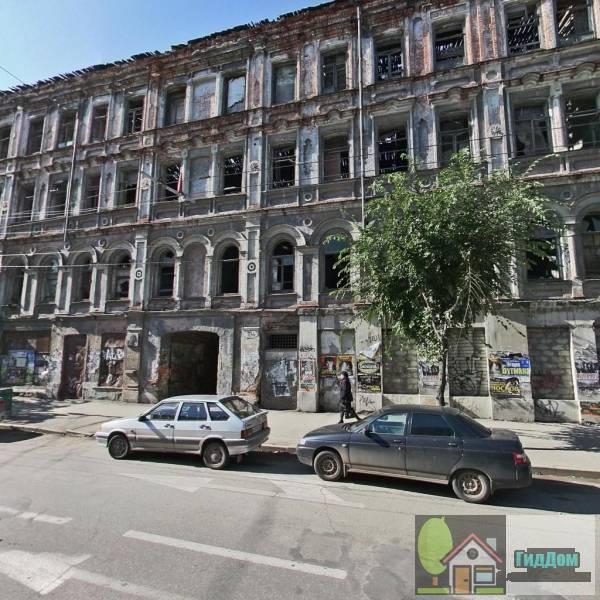 Здание бывшего коммерческого клуба, в котором Ленин В.И. встречался с передовой революционно настроенной молодежью