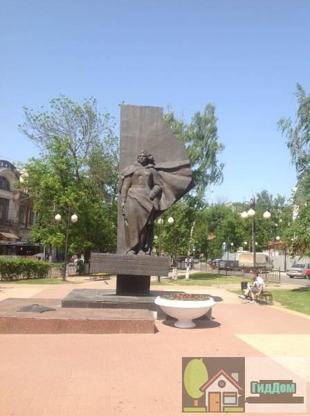 Памятник военным медицинским работникам, погибшим в годы Великой Отечественной войны 1941-1945 гг. (1975)