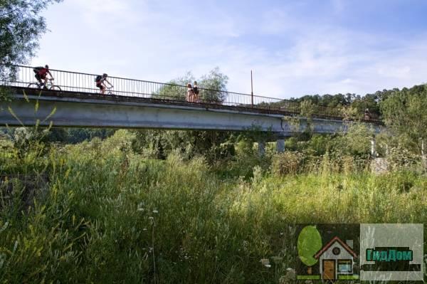 Успенский пешеходный мост