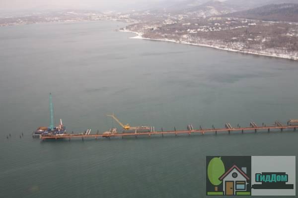 Строительство низководной эстакады на полустровв Де-Фриз